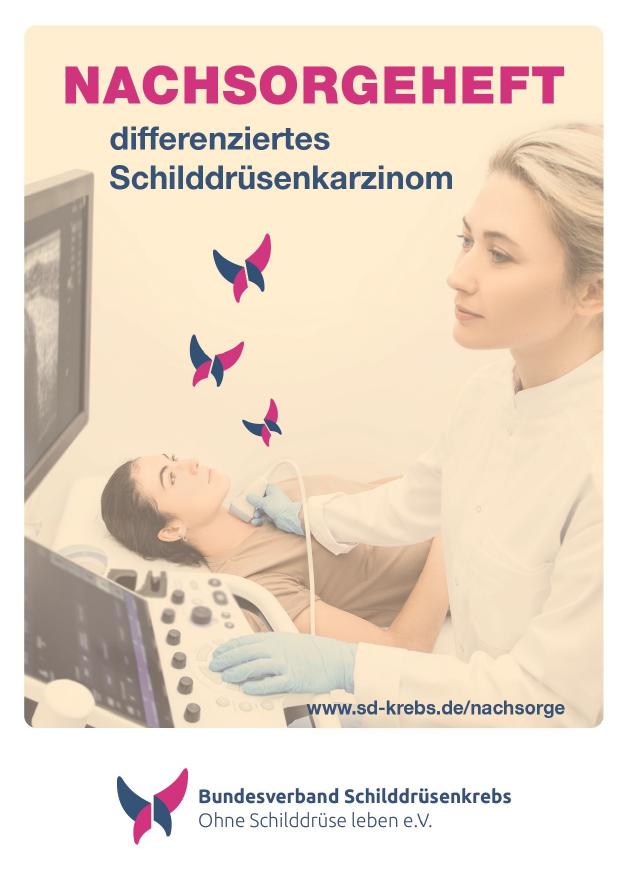 Titelbild des Nachsorgeheftes: Ärztin untersucht mit Ultraschall den Hals einer Patientin